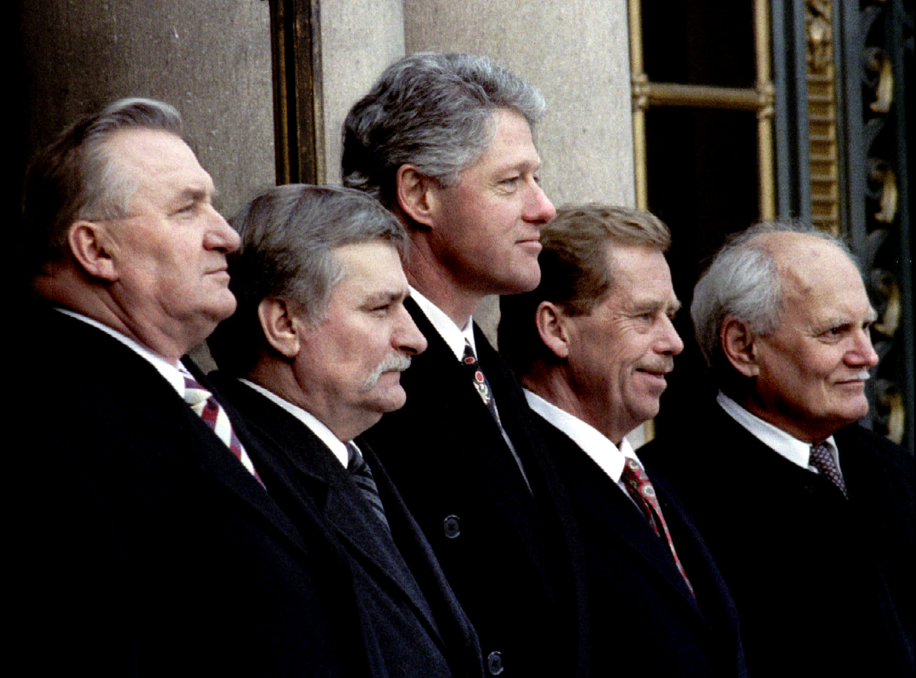 Clinton stands with Visegrad group leaders