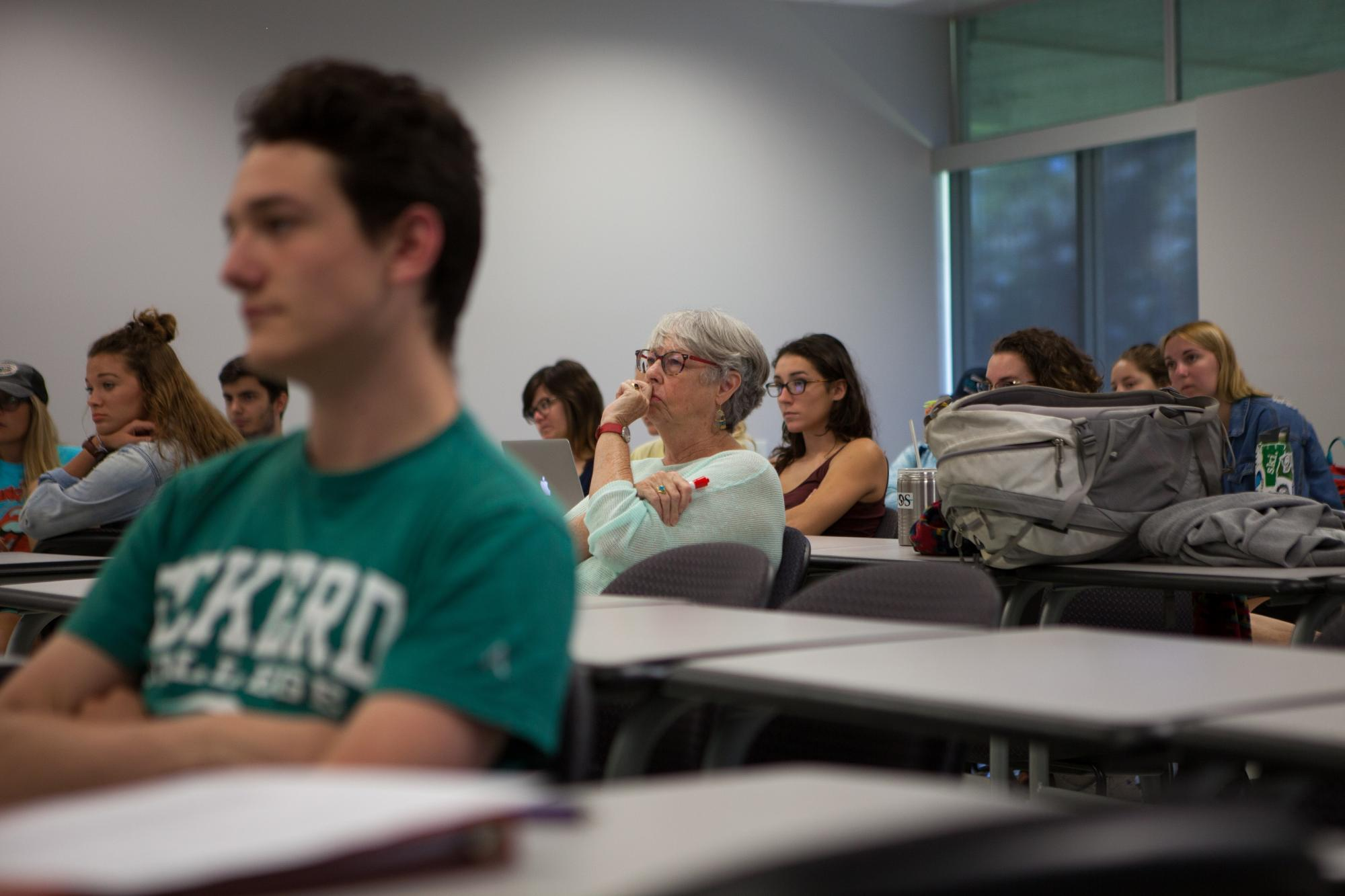 Diplomat in Residence Donna Oglesby in class (© Rob Weigel, courtesy of Eckerd College)
